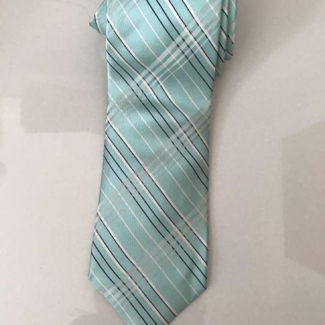 Dasi warna tosca dan hijau muda