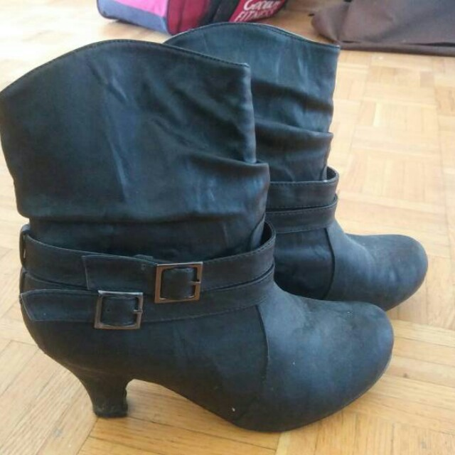 Heeled women's boots. Size 9