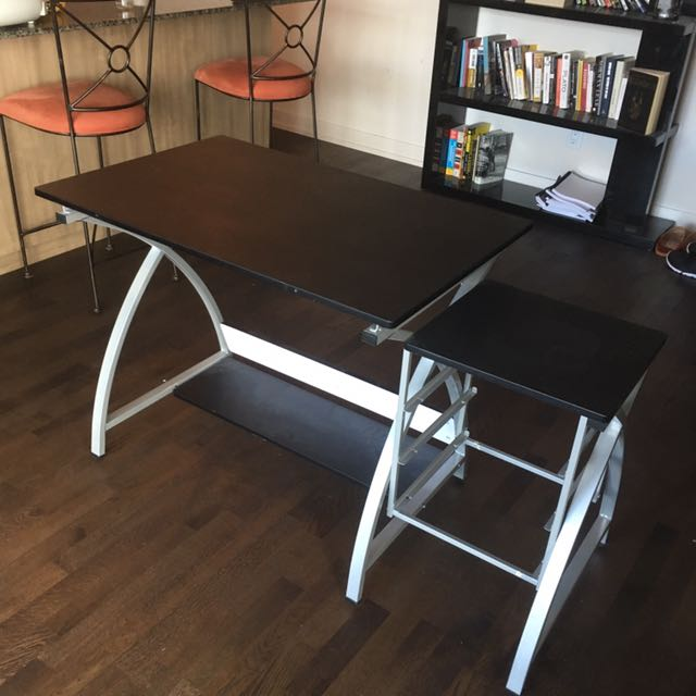 High quality desk / drawing board with adjustable angled table top. Perfect for creatives with small apartments