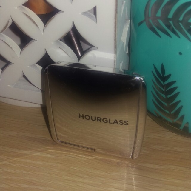 Hourglass strobe light powder