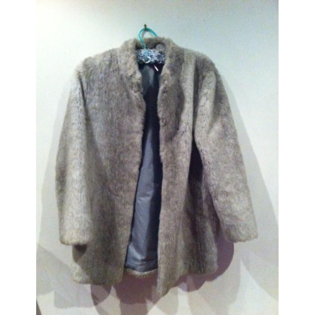 Light Grey Vintage Faux Fur Coat Size 14