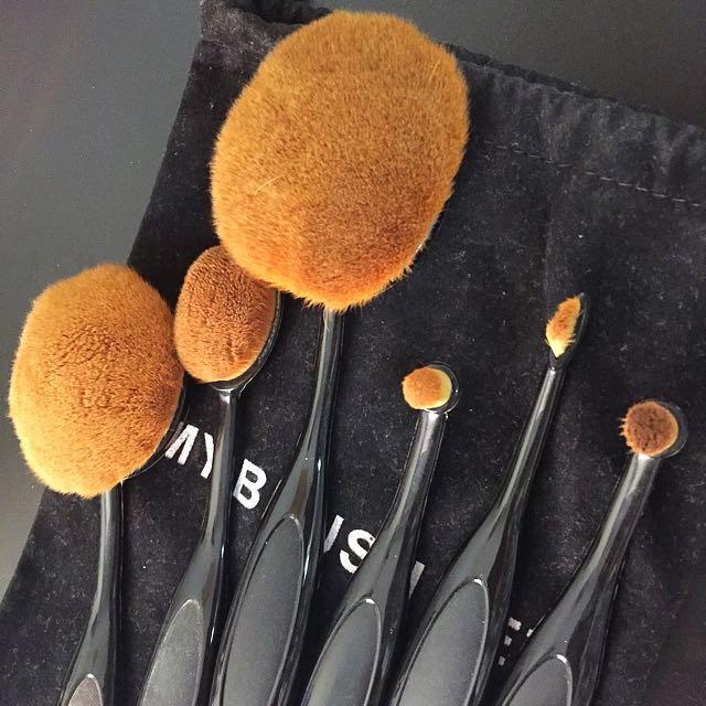 Make Up Oval Brush