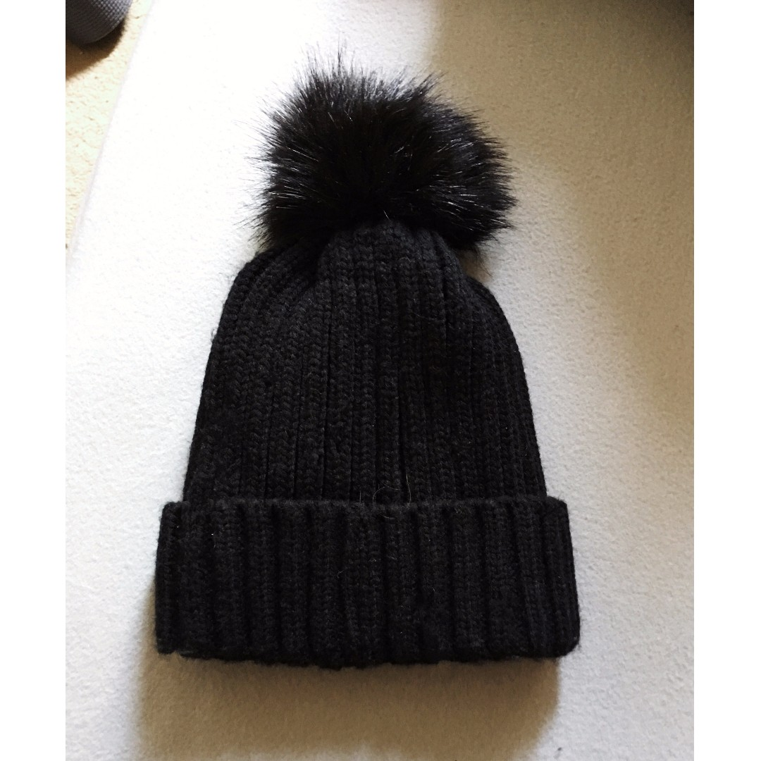 NYC Black Knitted Beanie with Pom and Inner Fur