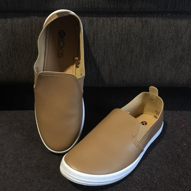 Tan sneakers size 8