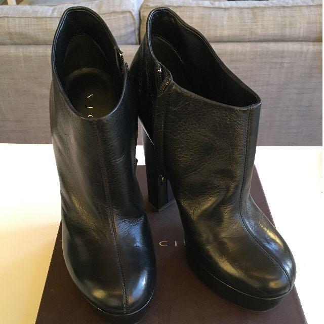 Vincini Black Ankle Boots - Size 40