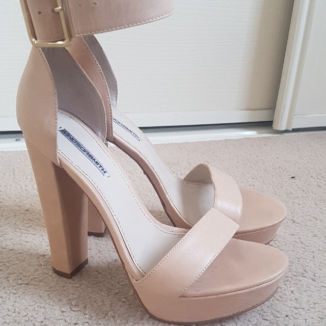 921f04306f Windsor Smith nude heel with buckle - Size 8, Women's Fashion, Shoes on  Carousell