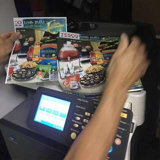 Konica minolia 辨公室彩色影印機(尺寸: 深27寸x高45寸x闊26寸)內有彩色碳粉操作系統正常