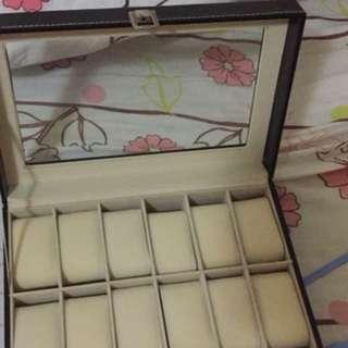 Leather watch box (12 slots)