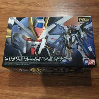 RG strike freedom gundam 1/144 scale