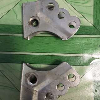 Suspension bracket for dual left n right suspension bike.1 pair is 2..i have 2 pairs..1 pair is $15