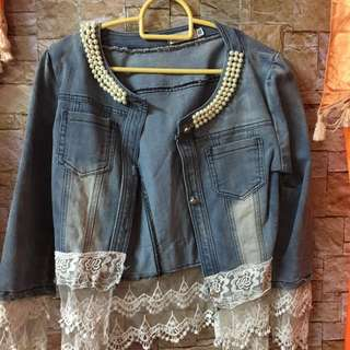 Jeans jacket with lace