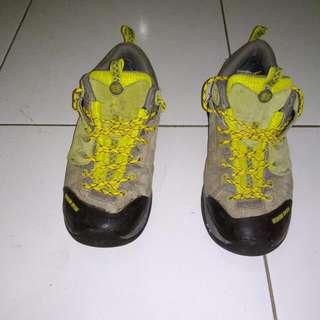 Sepatu Kolonsport