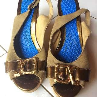 Sendal Sepatu Hush Puppies