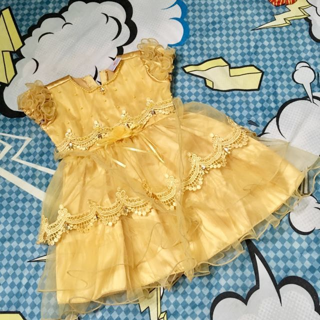 Baby gown in gold