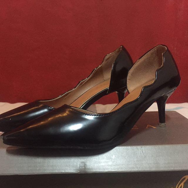 Chelsea black stilleto shoes