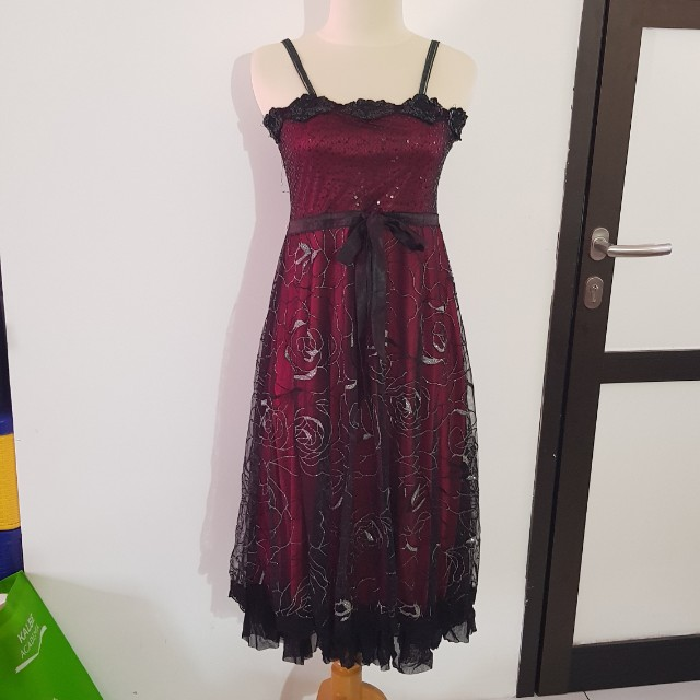 Dress brukat merah hati