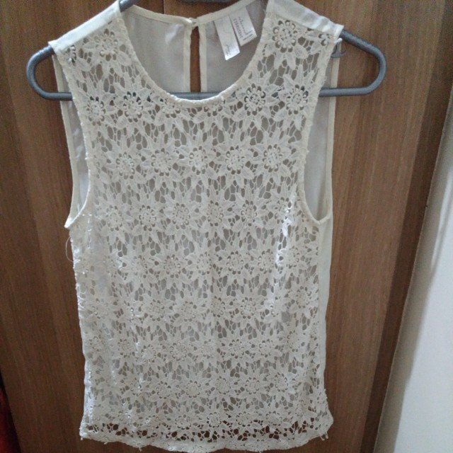 Forever 21 Exclusive Lace Top in off white