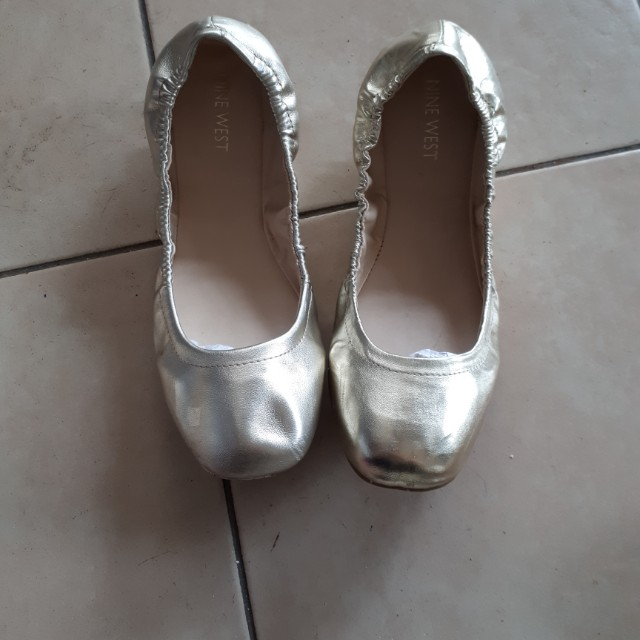 Gold ballerina flat shoes