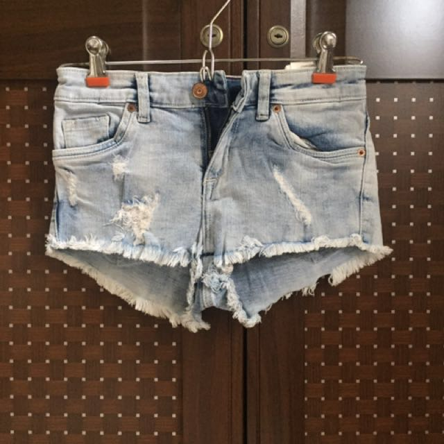HnM hot pants ripped jeans