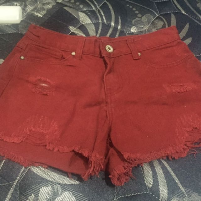 Hotpants merah