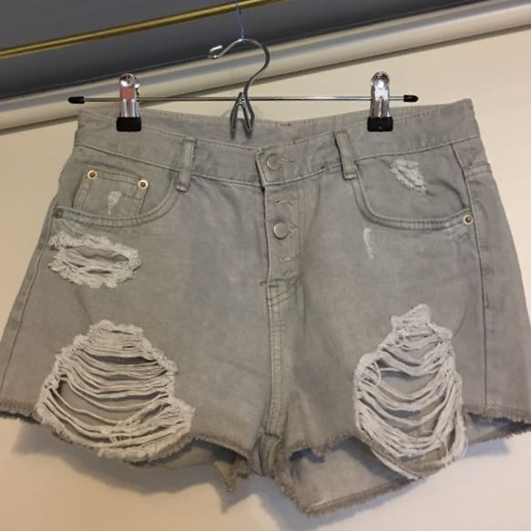 (New) grey destroyed shorts