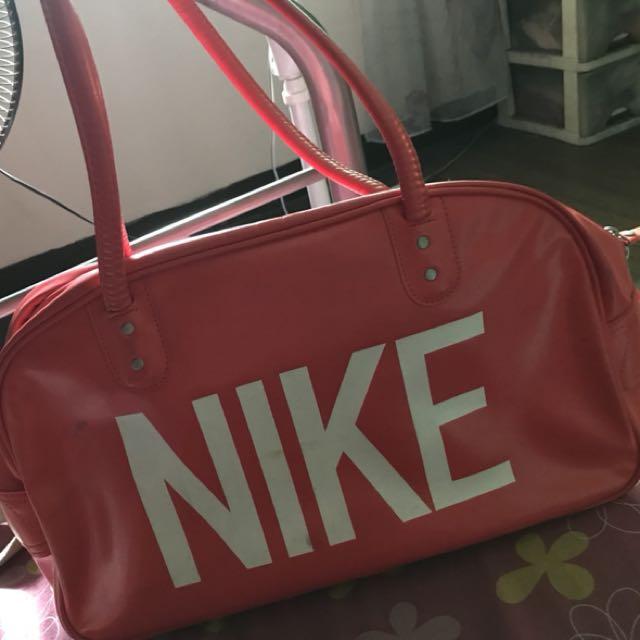 Nike Bag (travel bag)