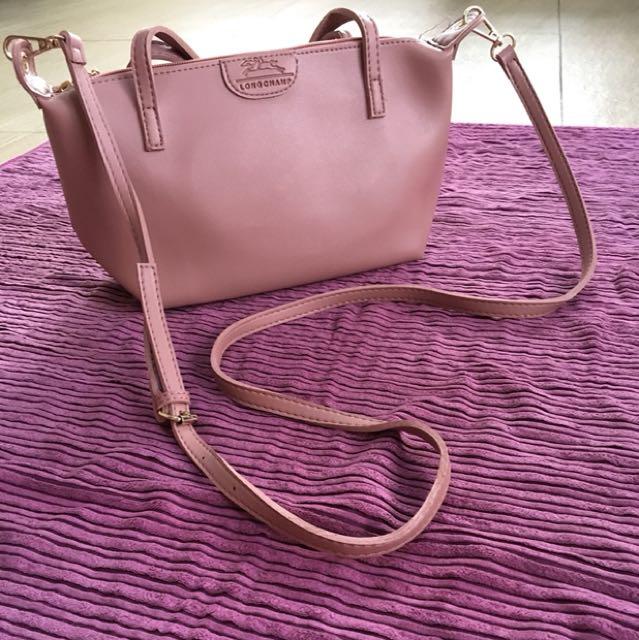 Replica Longchamp body sling bag