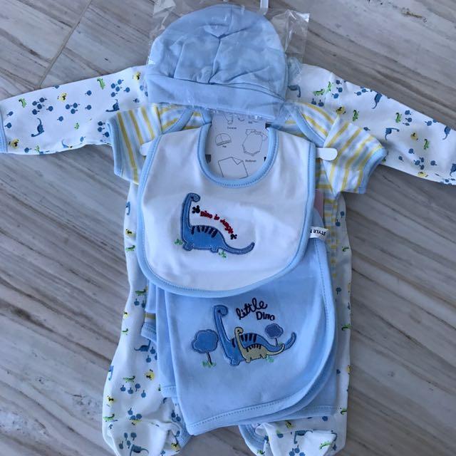 Satu set baju baby