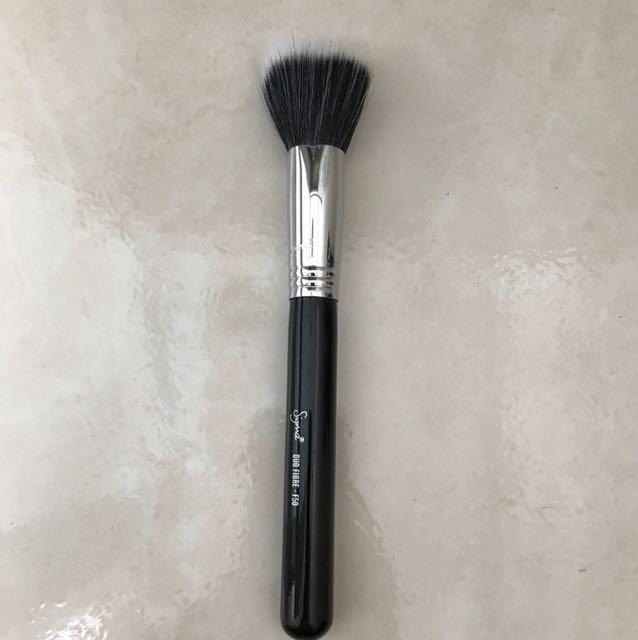 Sigma duo fibre brush
