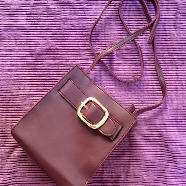 Sling bag, maroon color