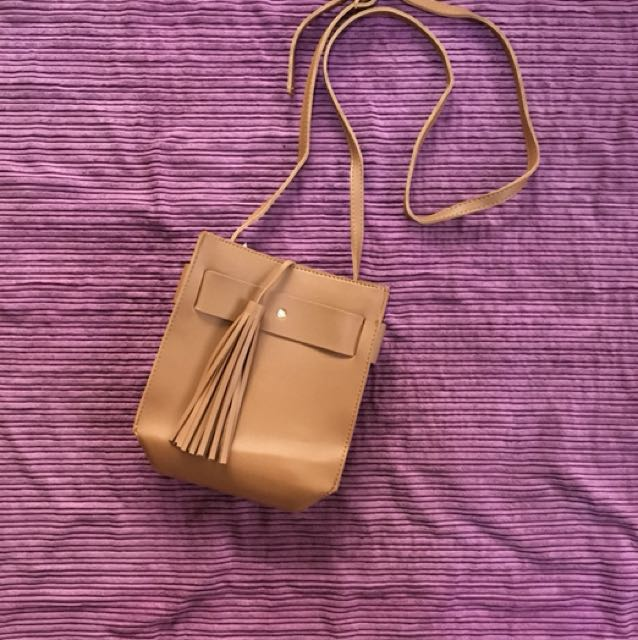 Sling bag, tan color