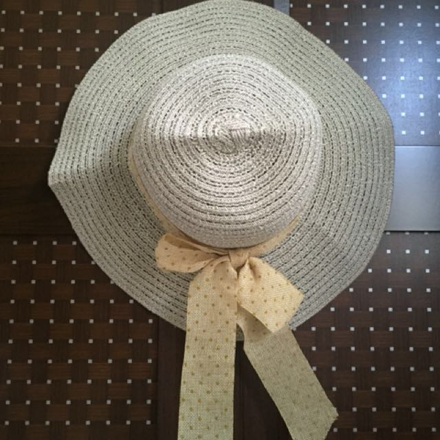 Topi pantai / summer hat
