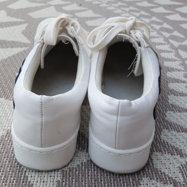 White flower embroidered sneaker