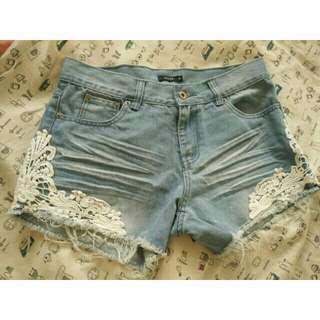 燒花蕾絲抓皺洗舊超級無敵顯瘦破損牛仔短褲簡單風格好搭配 s