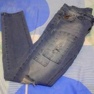 Tattered jeans (25-27)