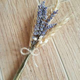 Dried flowers ( lavender, wheat, babys breath)