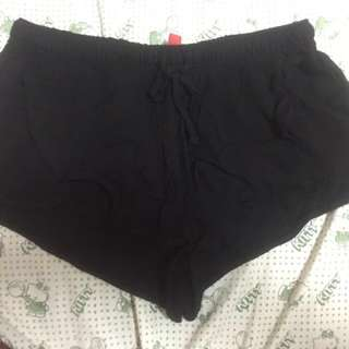 Divided by h&m frm.japan (sexy black short)
