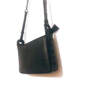 SOMETHING BORROWED 全黑鏈條金屬圈皮革小包 側背包