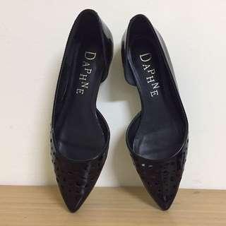 9.5新 達芙妮 簍空 平底鞋 23號