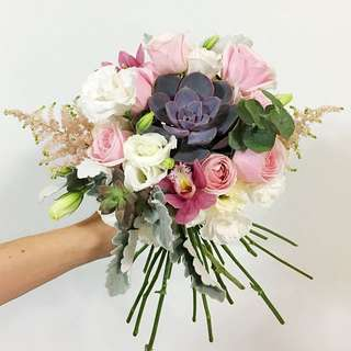 Bridal Bouquet in Reddish Succulents, White Eustomas and Pink Roses with mix fillers / Photoshoot bouquet / Wedding Flowers