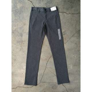 Uniqlo Slim Fit Chinos (Size 31)