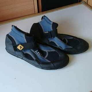🚚 風帆 防滑 橡膠鞋( 26公分)