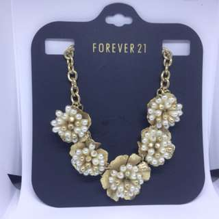 Forever21 Gold and Pearl neckalce