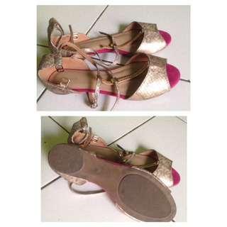 Sepatu sandal merk Urban & Co