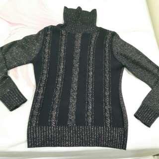 Universal Traveller Sweater