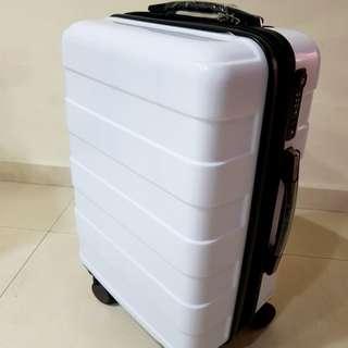 Expandable hard case cabin size luggage