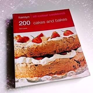 200 Cakes & Bakes (Hamlyn All Colour Cookbook)