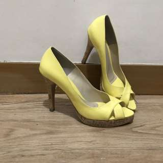Yellow Open-toed High-heeled shoes