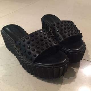 黑色卯釘 個性拖鞋