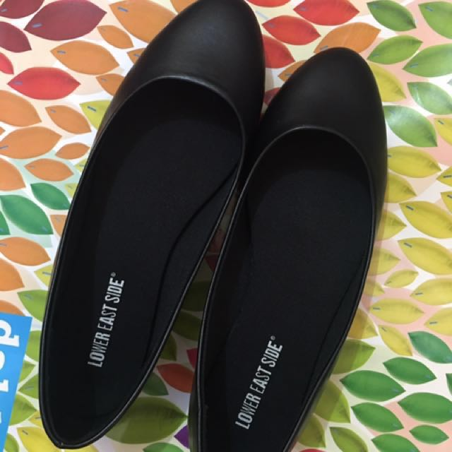 2 pairs for Php 1500 ONLY from 2000 SALE!!! Flats from Payless
